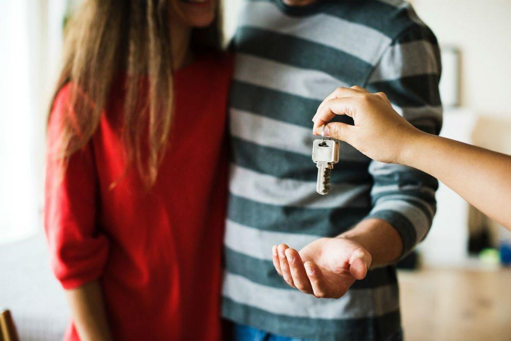 couple-home-house-1288482 (1)